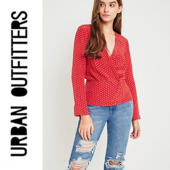 4c8ba3d4f2200 URBAN OUTFITTERS Cooperative Red Floral Wrap Top. M 5aaae9c4077b9700cacc9491